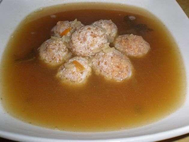 pievr - Sopa de mini albóndigas de pollo