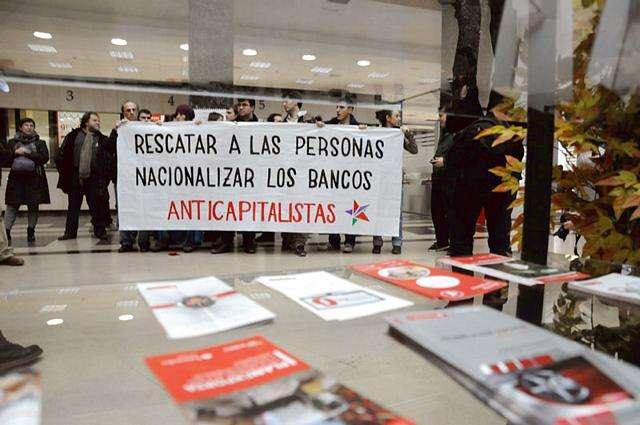 Anticapitalistas ocupan el banco Santander